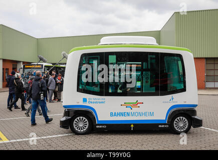 26.03.2019, Monheim, North Rhine-Westphalia, Germany - Presentation of the autonomous electric bus in regular service, model EZ10 of the company Easym - Stock Image
