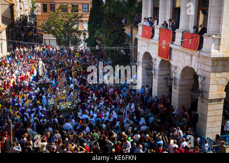 Easter Sunday Resurrection Procession, the meeting of Jesus with Virgin Mary in front of the penitents in their - Stock Image