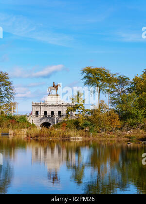 Lincoln Park South Pond and General Grant statue. Chicago, Illinois. - Stock Image