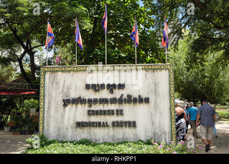 Bilingual sign The Killing Fields Genocidal Centre memorial site where mass graves of Khmer Rouge victims were found. Choeung Ek, Phnom Penh, Cambodia - Stock Image