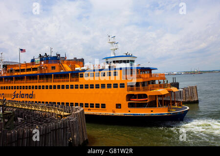 A Staten Island ferry about to dock in Manhattan, New York - Stock Image