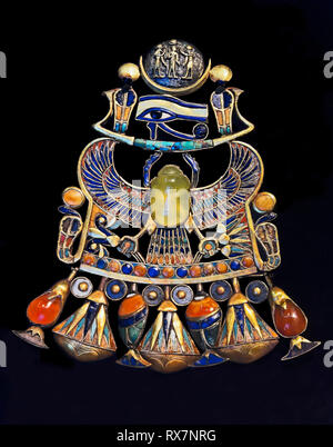 Pectoral of the king. Tutankhamun's treasure. Museum of Egyptian Antiquities. Cairo. Egypt, Africa - Stock Image
