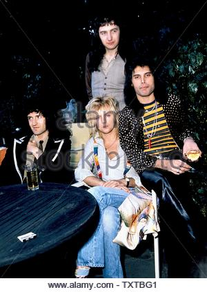 British Rock Group Queen  (L-R) John Deacon, Brian May, Roger Taylor And Freddie Mercury.. Credit: 349441_Globe Photos/MediaPunch - Stock Image