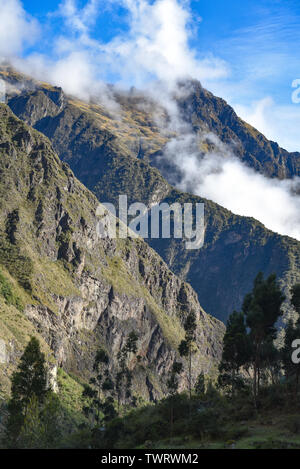 Mountains shrouded in clouds above the Inca Trail to Machu Picchu. Cusco, Peru - Stock Image
