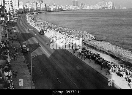 Havana townsfolk meet the Soviet Navy in the port - Stock Image