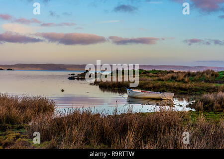 Ardara, County Donegal, Ireland. 28th December 2018. The sun rises on a still and calm morning on the not so 'Wild Atlantic Way'. Credit: Richard Wayman/Alamy Live News - Stock Image