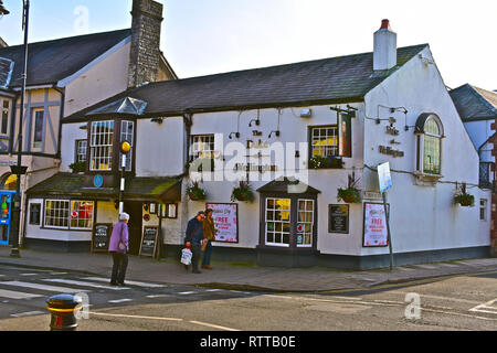 The Duke of Wellington is a small traditional & cosy public house on the High Street of this affluent rural town in the Vale of Glamorgan. - Stock Image