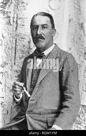 Howard Carter who discovered Tutankhamun's Tomb in the Valley of the Kings Luxor. Scanned from image material in the archives of Press Portrait Service - (formerly Press Portrait Bureau). - Stock Image