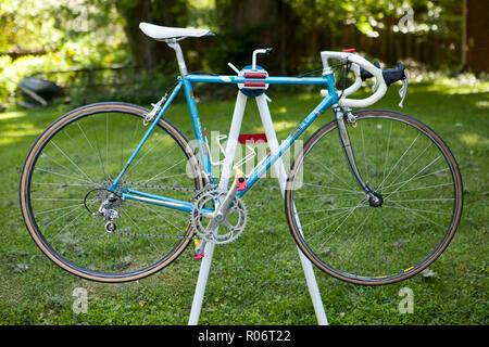 Vintage Italian racing bike on repair stand - USA - Stock Image