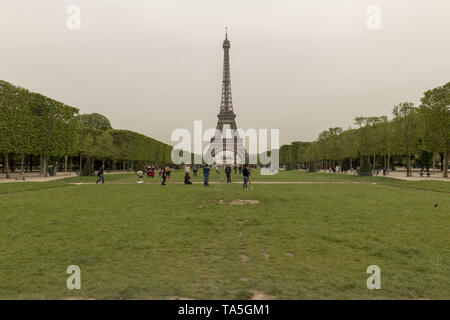 France, Paris, 2019 - 04  The Champ de Mars was part of a large flat open area called Grenelle, which was reserved for market gardening. Citizens woul - Stock Image