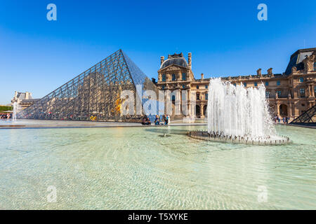 PARIS, FRANCE - SEPTEMBER 12, 2018: Museum of Louvre and its pyramid in the centre of Paris, France - Stock Image