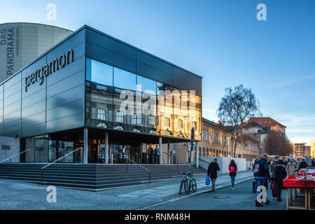 Berlin Mitte. Pergamon Das Panorama. Modern glass building. New exhibition space of the State Museum - Stock Image