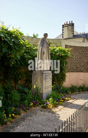 Statue of Abbe Bridel in Fougères, Brittany, France - Stock Image