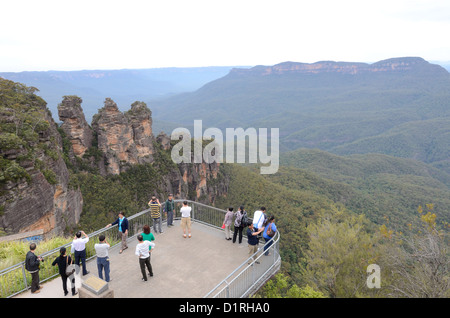 KATOOMBA, Australia - Tourists stand on one of the viewing platfooms at Echo Point in the Blue Mountains overlooking - Stock Image