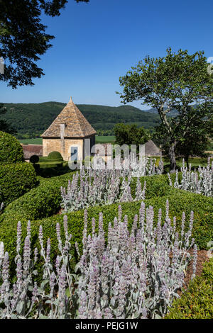 The gardens of the Jardins de Marqueyssac in the Dordogne region of France. - Stock Image