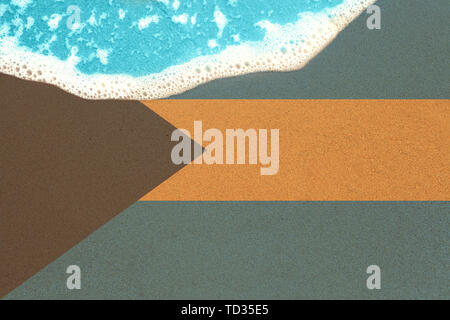 Sea wave on sandy beach with flag Bahamas. top view on surf. - Stock Image