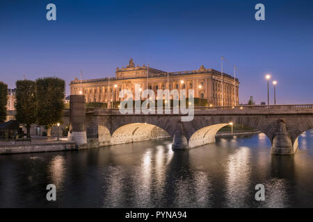 The Parliament House (Riksdagshuset) at night, a neoclassical architectural style building in city of Stockholm, Sweden. - Stock Image