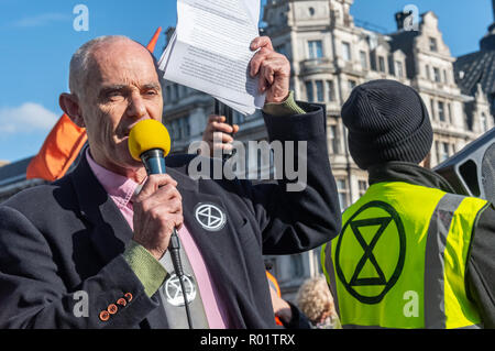London, UK. 31st October 2018. Environmental activist Donnachadh McCarthy speaks at the Extinction Rebellion protest in Parliament Square. Other speakers included Swedish schoolgirl Greta Thunberg, Labour MP Clive Lewis and economist and Green MEP Molly Scott Cato before making a 'Declaration of Rebellion' against the British Government for its criminal inaction in the face of climate change catastrophe and ecological collapse. Credit: Peter Marshall/Alamy Live News - Stock Image