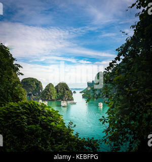 Looking down from the entrance to Sung Sot Cave on Bo Hon Island, near the centre of Halong Bay, early in the morning - Stock Image