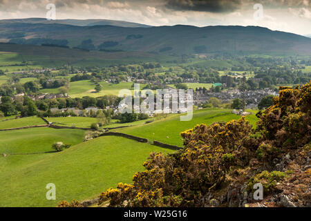 UK, Cumbria, Sedbergh, Settlebeck Gill, elevated view from Dales High Way path towards Sedbergh town towards Holme Knott - Stock Image