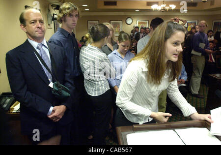 Standalone--As her teacher, Larry Freeman, left, stands by, Acalanes High School senior Danielle DiTirro gives a - Stock Image
