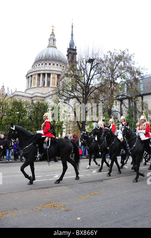 Household Cavalry Mounted Regiment passing St Paul's Cathedral during the Lord Mayor's Show - Stock Image