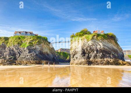 24 June 2018: Newquay, Cornwall, UK - Towan Beach, the island and bridge. - Stock Image
