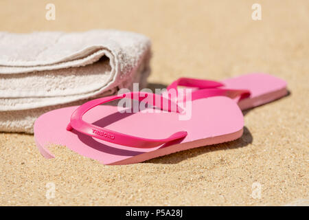 Bournemouth, UK. 26th June 2018. UK Weather, a heatwave in June. Sandy beach in Bournemouth with pink flip flops at the ready. Credit: Thomas Faull / Alamy Live News - Stock Image