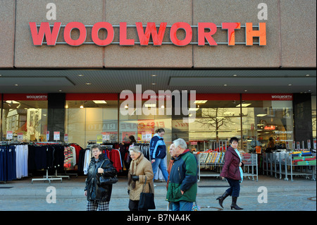 woolworth department store woolies sign red trading credit crunch consumerism shopping high street - Stock Image