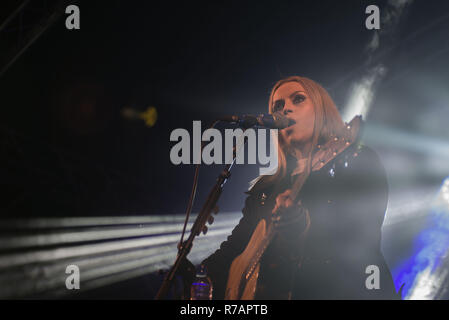 Aberdeen, UK. 8th Dec 2018. Sleep in the Park . Amy Macdonald performs her first gig of the night before moving on to, Dundee, Glasgow and Edinburgh. Credit Paul Glendell Credit: Paul Glendell/Alamy Live News - Stock Image