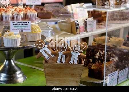Gingerbread men for sale at a baked goods stall in Borough Market in South London, England UK  KATHY DEWITT - Stock Image