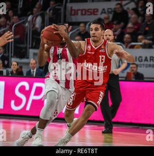Germany, Bamberg, Brose Arena - 20 Jan 2019 - Basketball, German Cup, BBL - Brose Bamberg vs. Telekom Baskets Bonn - Image: Josh Mayo (Telekom Baskets Bonn, #14), Yorman Polas Bartolo (Telekom Baskets Bonn, #13)  Photo: Ryan Evans Credit: Ryan Evans/Alamy Live News - Stock Image