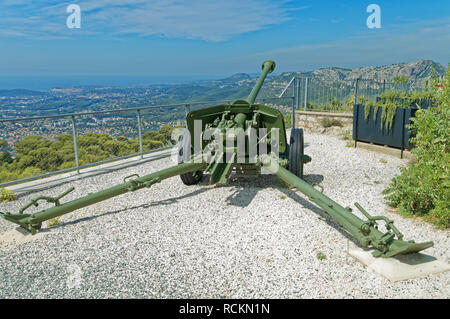 A Pak 40 75 mm anti-tank gun in the memorial dedicated to the 1944 Allied landings in Provence,Operation Dragoon,Mont Faron, Toulon - Stock Image