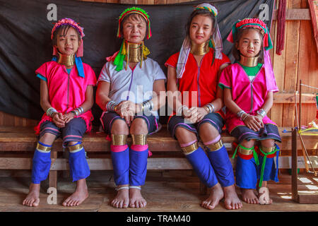 Kayan Lahwi mother with her three daughters - Stock Image