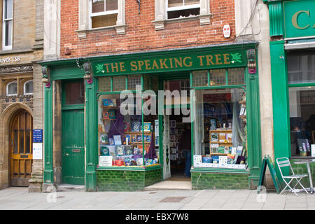 The speaking tree book shop in Glastonbury high street - Stock Image