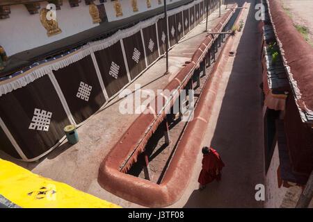 Tibetan Buddhist monk walking on open terrace of the Jokhang temple, Lhasa, Tibet. - Stock Image