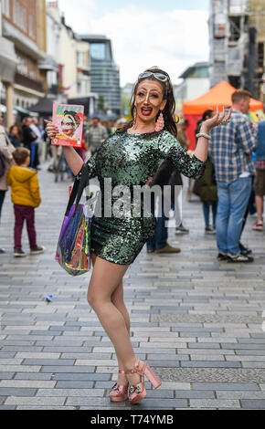 Brighton UK 4th May 2019 - Kiki Mellek performing and promoting her show at the Brighton Festival Fringe 'Streets of Brighton' event in the city centre on the opening day. Credit: Simon Dack / Alamy Live News - Stock Image