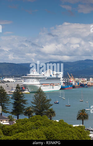 New Zealand, North Island, Mt. Manganui. Elevated port view from The Mount - Stock Image