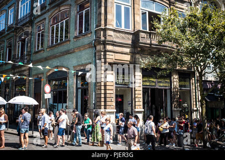 Outside A Vida Portuguesa, a beautiful store selling Portuguese products, Clérigos, Porto, Portugal. - Stock Image