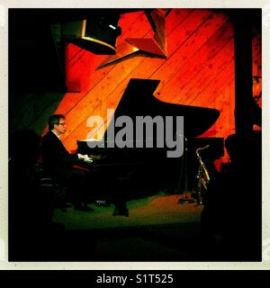 Peter Zak pianist at Douglas Beach House, Half Moon Bay, California - Stock Image