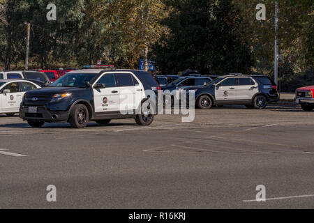 Los Angeles, California, USA. 9th Nov, 2018. Los Angele Police staging for the Griffith Park brush fire. Credit: Chester Brown/Alamy Live News - Stock Image