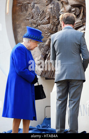 The Queen at Memorial honouring the service and duty of both the UK Armed Forces and civilians in the Gulf region, - Stock Image