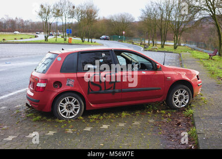 Abandoned Red Fiat Stilo JTD on Motorway Picnic Place / Rest Area - Stock Image