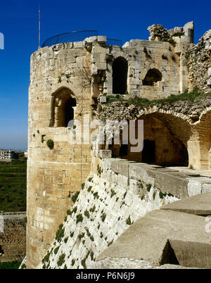 Syria. Talkalakh District, Krak des Chevaliers. Crusader castle, under control of Knights Hospitaller (1142-1271) during the Crusades to the Holy Land, fell into Arab control in the 13th century. View of one of the turrets. Photo  taken before the Syrian Civil War. - Stock Image