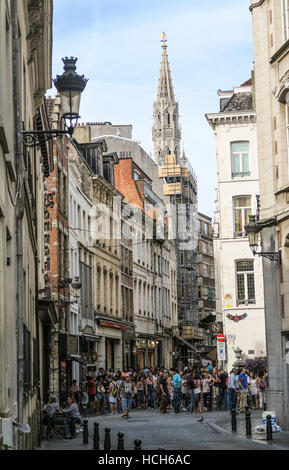 Crowds gather around the Mannekin Pis in Brussels. - Stock Image