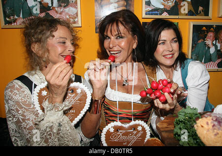 Actress Sydne Rome (L-R), astrologist Elisabeth Tessier and actress Anja Kruse show their gingerbread hearts at - Stock Image