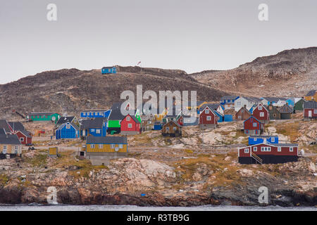 Greenland. Scoresby Sund. Ittoqqortoormiit. Small colorful houses. - Stock Image