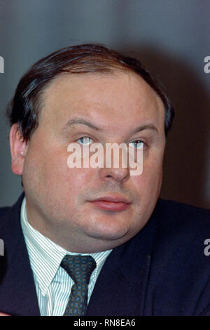 Russia's Choice party leader, and former First Deputy Prime Minister Yegor Gaidar, during a press conference following legislative election results December 13, 1993 in Moscow, Russia. Gaidar expressed concern about the ultranationalistic Liberal Democratic strong showing which surprised many Russians and called for the unity with democratic reformers. - Stock Image