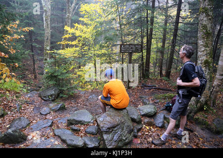 Hikers taking a break on the Long Trail, Camel's Hump, Huntington, VT, USA - Stock Image