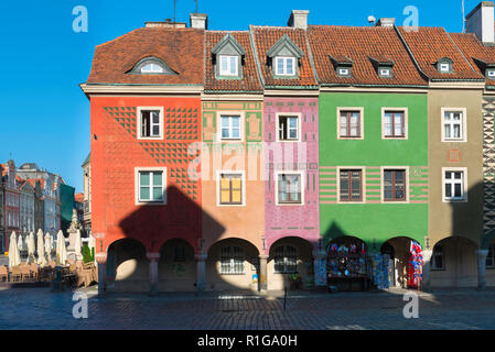Poland medieval building, view of the colorful facades of the medieval Fish Sellers' Houses in Market Square, Poznan Old Town, Poland. - Stock Image